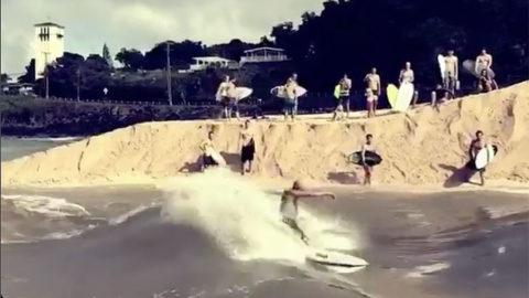 Kelly Slater Surfando no Rio Waimea