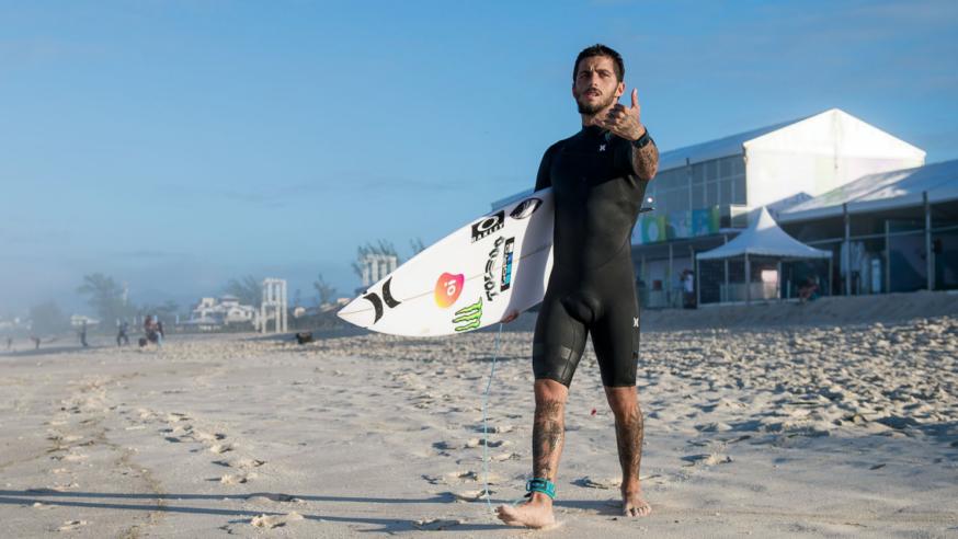 Filipe Toledo Quebrando no Hawaii