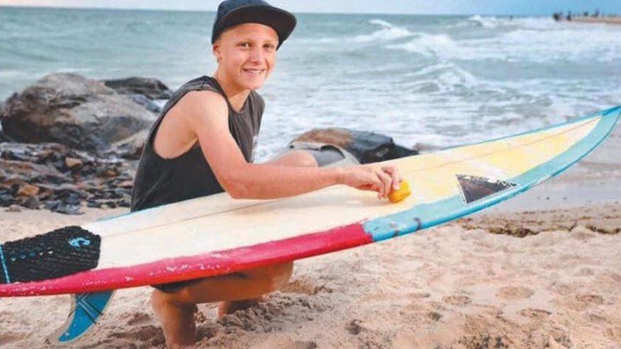 Garoto de 12 anos lança marca de parafina ecológica