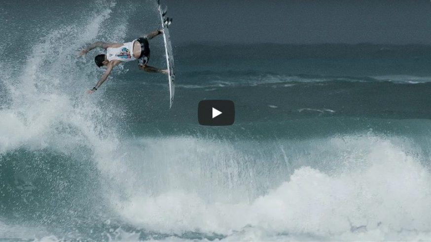 Filipe Toledo arrepiando nas ondas da Gold Coast