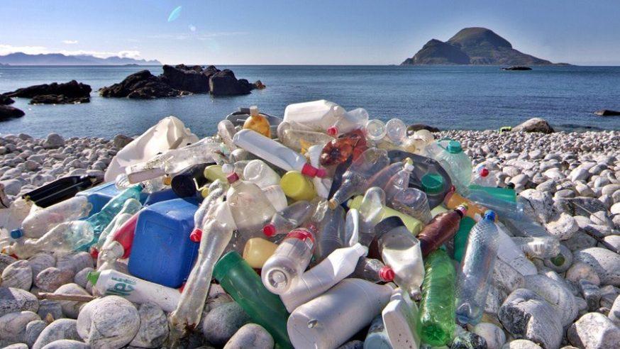 Ação: Leve 3 objetos de plástico ao sair da praia